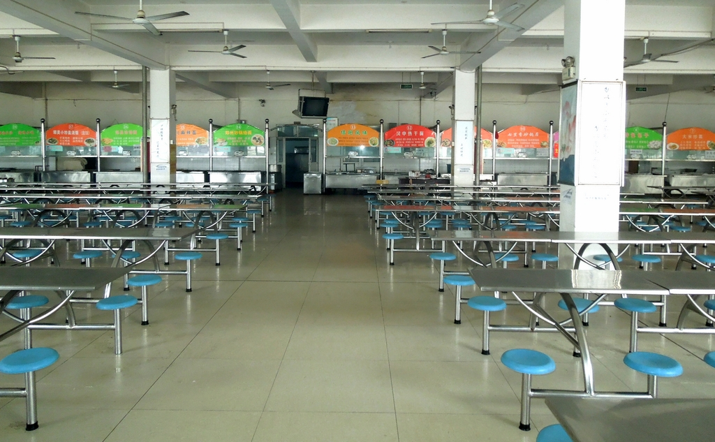 校园全面做准备 喜迎蛇年新学期-许昌职业技术学院图片